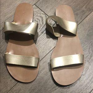 Woman's J Crew double loop slide sandals